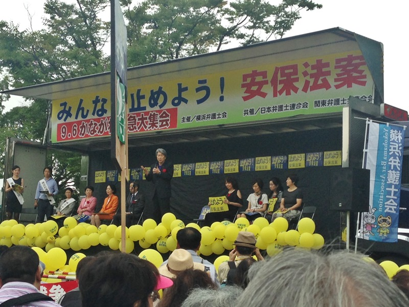 横浜弁護士会が主催した集会で、国民無視の安倍首相の姿勢を批判するジャーナリストの鳥越俊太郎さん 9月6日反町公園